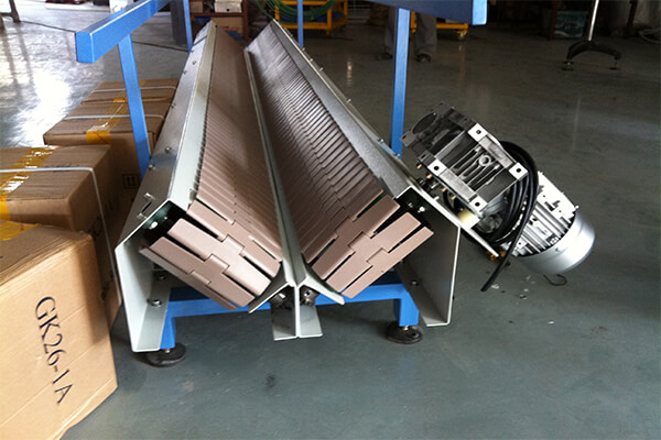 V type chain plate conveyor for soft bags